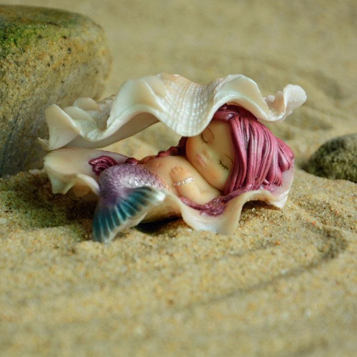 赤い髪の毛の人魚置物人形、貝殻シェルで寝ている人魚の妖精、マーメイドフェアリー001
